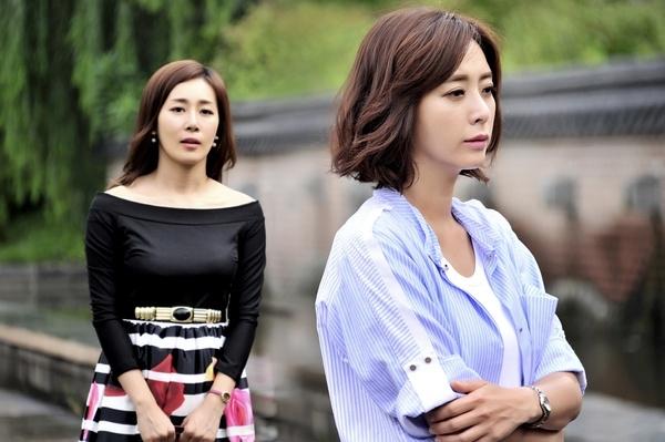 但胜熙却发现自己罹患胃癌,为了托付唯一的儿子,她回到韩国想找前男友