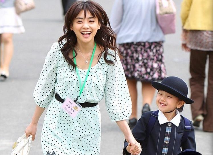 .澤田利華子(さわだ りかこ) - 涼 進口嬰兒用品的網路賣家女社長。本... 【媽媽們的戰爭】